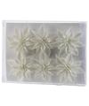 6x Kerstboomversiering witte glitter bloemen op clip 8 cm